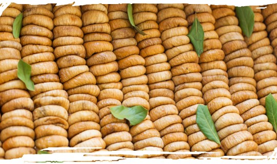 Figs and Dried Figs (Tsapeles)